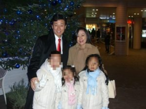 西村康稔大臣・家族写真(2005年12月24日)
